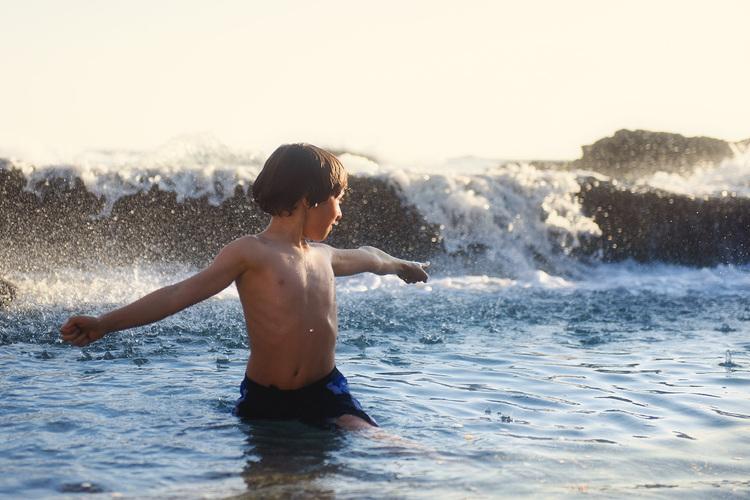 boy-in-ocean